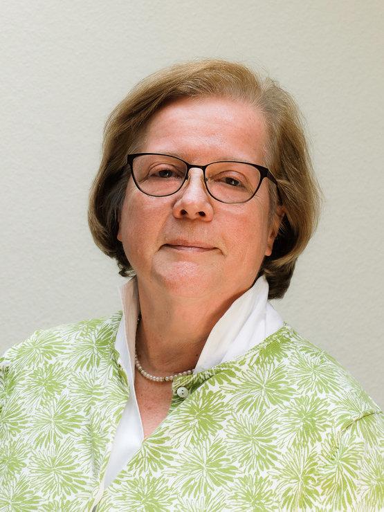 Geschäftsführerin Barbara Schrank, Rechtsanwältin, Dozentin für das Fach Jura