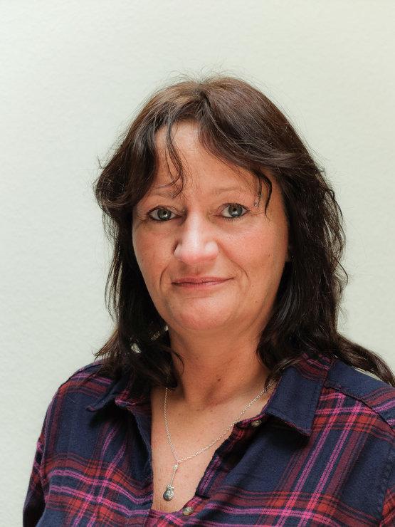 Inge Heuser, Bürokauffrau, Verwaltung und Sekretariat, zuständig für das Antragswesen zur Ausbildungsförderung